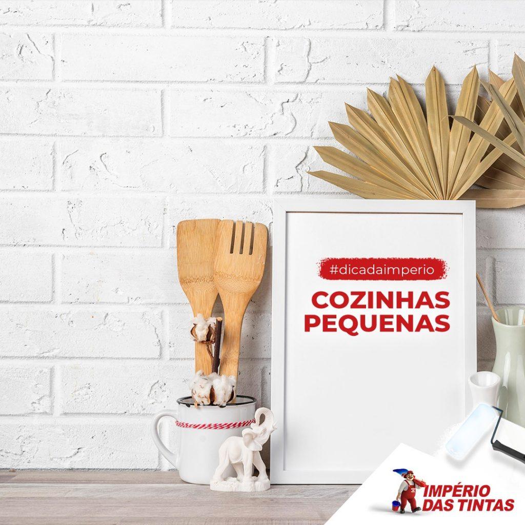 Cozinhas pequenas, assim como todos os espaços estreitos, exigem criatividade e muito jogo de cintura