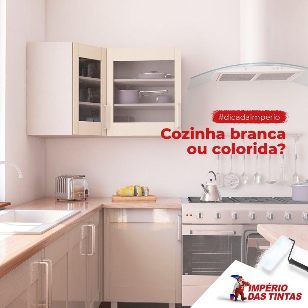 Cozinha branca ou colorida,